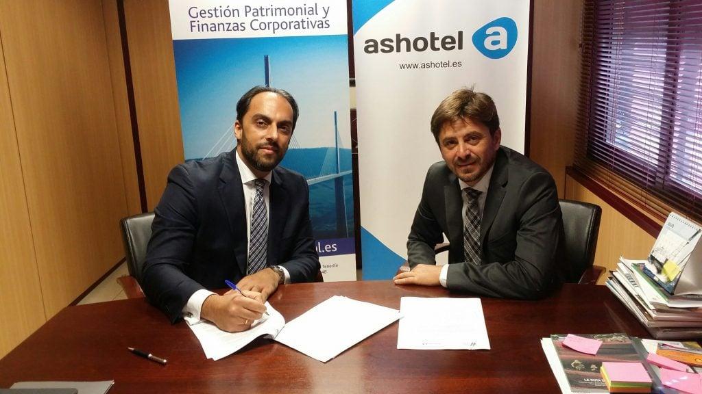 Ashotel y Cross Capital firman un acuerdo de colaboración en materia de asesoramiento financiero